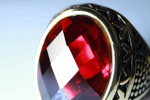 5 Reasons Why Ruby Gemstones Make the Hottest Engagement Rings