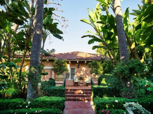 Live Like a Mogul in a Howard Hughes-Inspired Hotel Bungalow