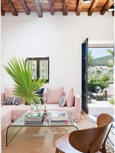 A TOUCH OF GLAMOUR IN A TRADITIONAL FINCA ON IBIZA