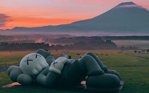 'KAWS: HOLIDAY' makes a stop at Mount Fuji for outdoor exhibition
