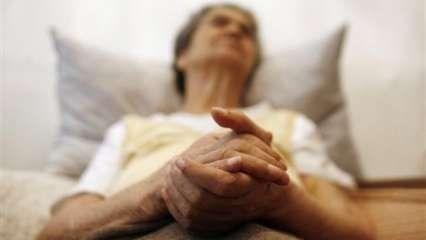World Alzheimer's Day: 10 signs that may help detect the disease in early stages
