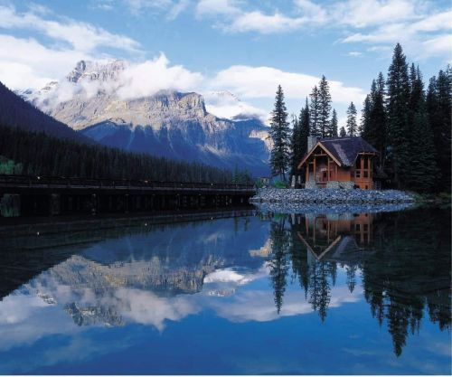 Cozy Getaways: Cabins in the USA