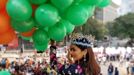 Manushi Chhillar with Indian flag is perfect Independence Day gift. Watch throwback video