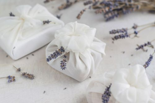 8 ideas for eco-friendly gift wrap and ribbon this Christmas