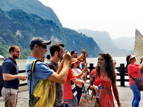 """Falling In Love With Yichang"" was organized by the Yangtze"