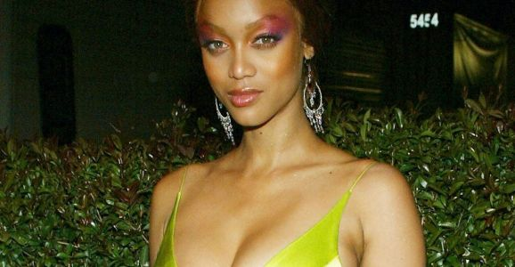 Great Outfits in Fashion History: Tyra Banks in a Trending Shade of Chartreuse