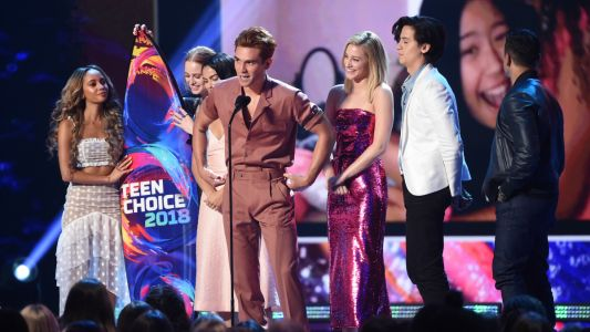 Sequins and Short Hemlines Ruled the 2018 Teen Choice Awards Red Carpet